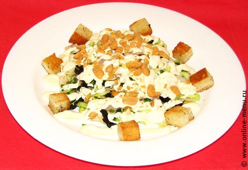 салат из капусты с черносливом и гренками