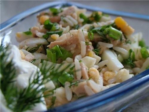 Салат с рисом и печенью трески