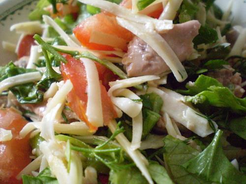 Салат из печени трески и сыра