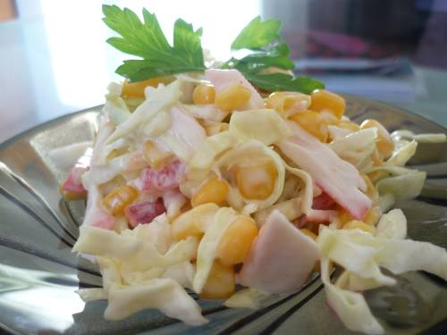 Салат из крабовых палочек с капустой