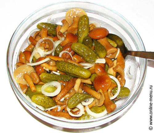 Салат из огурчиков с грибами