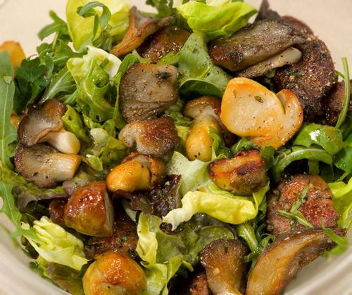 Салат с печенью и грибами — рецепт