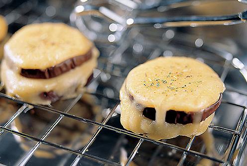 закуска из баклажана и копченого сыра