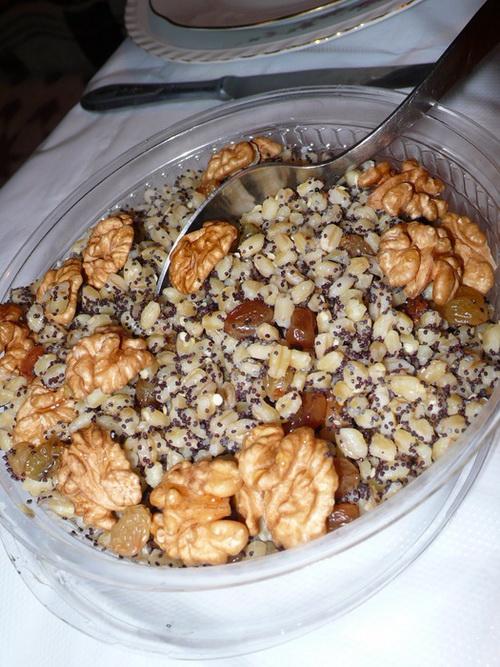 Кутья из пшеницы с маком, орехами и изюмом
