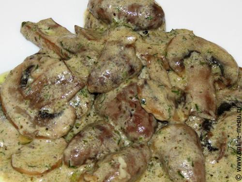 куриные сердечки с грибами в сметане