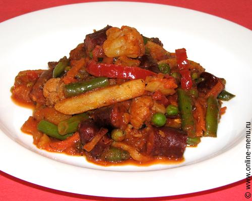 овощное рагу с охотничьими колбасками