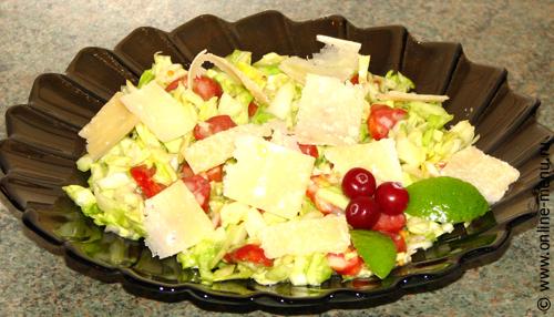 Салат из капусты с колбасками и сыром - рецепт