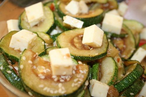 Теплый салат с цукини и фетой