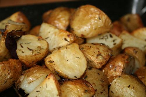 Картофель зажаренный с чесноком