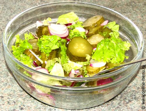 салат из сладкого лука с огурцами
