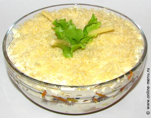 салат с грибами и рыбными консервами