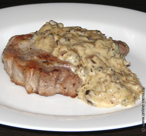 мясо под сливочно-грибным соусом