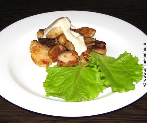 сом с белыми грибами и соусом