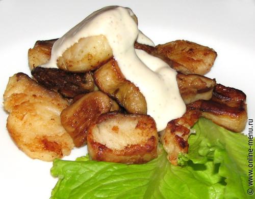 сом с белыми грибами и горчичным соусом