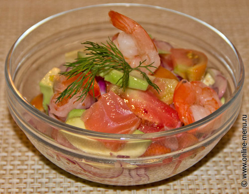 салат с лососем авокадо и креветками