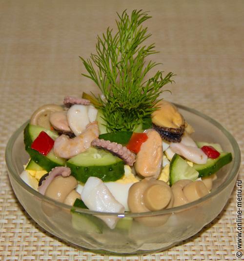рецепты салата из морского коктейля с рисом и огурцом.
